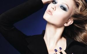 Модный макияж для «сероглазок»