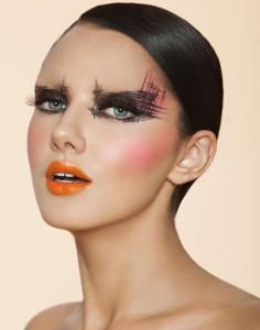 Графический черный макияж